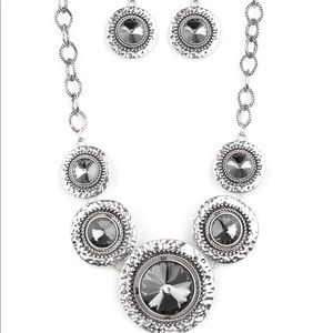 Jewelry - Global Glamour Necklace